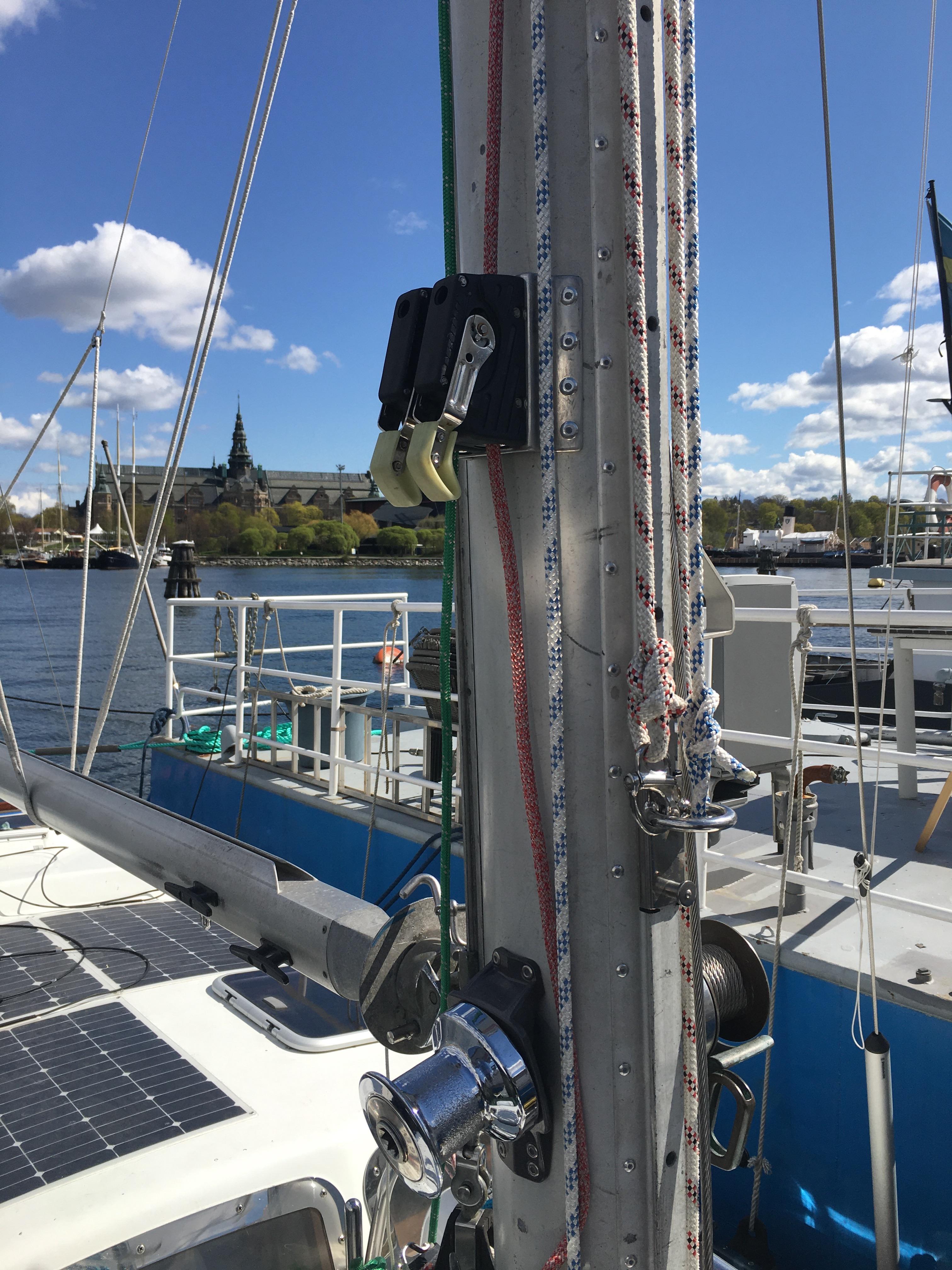 halyard winch main mast